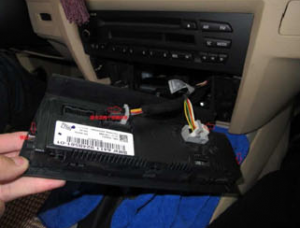 2005-2012 BMW 3 Series E90 E91 E92 E93 radio installation step 3-1