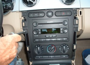 2007-2010 Ford Expedition EL Max(U354) radio installation step 5