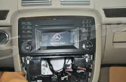 5-2012 Mercedes-Benz GL CLASS X164 car stereo installation step 4
