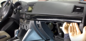 Release the trim panel so as to remove the air vent, then unplug the connector at the back of the air vent